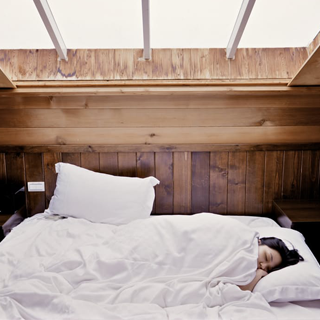 A woman dreaming while sleeping with an illustrated number 5 over her head
